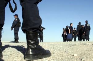 MEXICO, Ciudad Juarez, 02MAR09. Mas de 1000 elementos de las fuerzas armadas de la Policía Federal refuerzan la seguridad en Ciudad Juarez Chihuahua. Foto: Jesus Villaseca Perez/Latitudes Press.