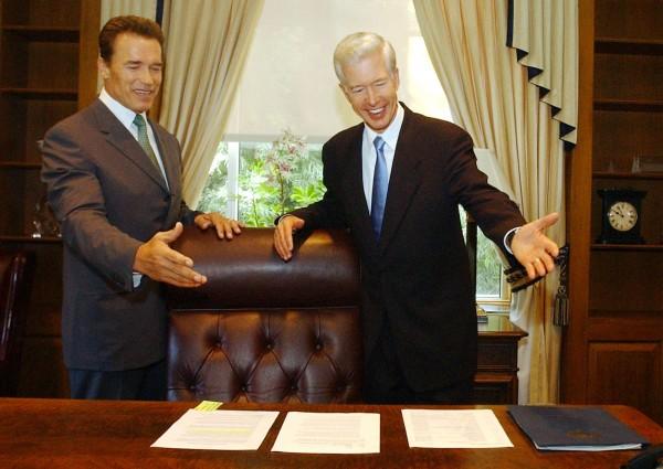 CALIFORNIA GOVERNOR ELECT SCHWARZENEGGER MEETS WITH GRAY DAVIS INSACRAMENTO.