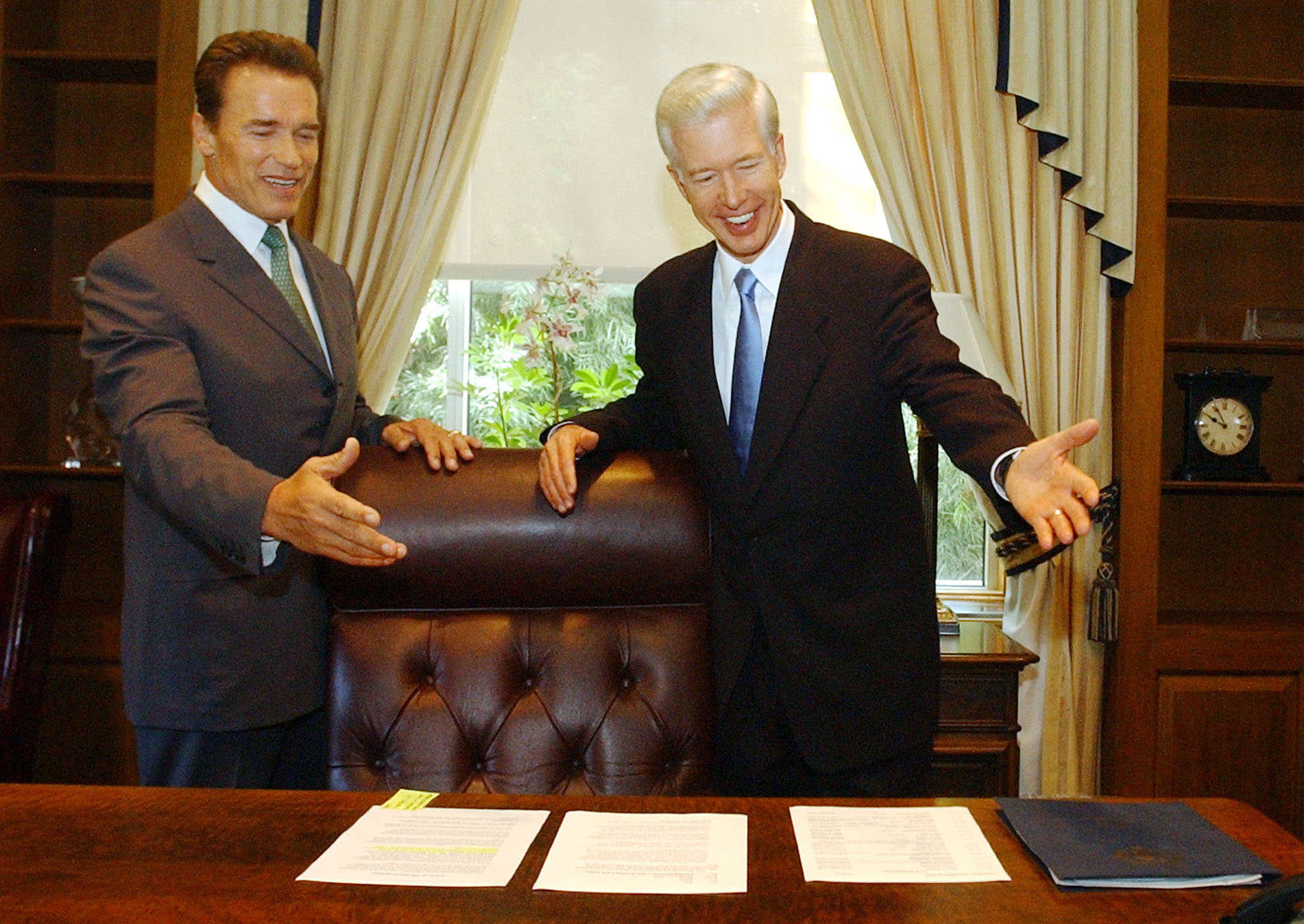 CALIFORNIA GOVERNOR ELECT SCHWARZENEGGER MEETS WITH GRAY DAVIS INSACRAMENTO.