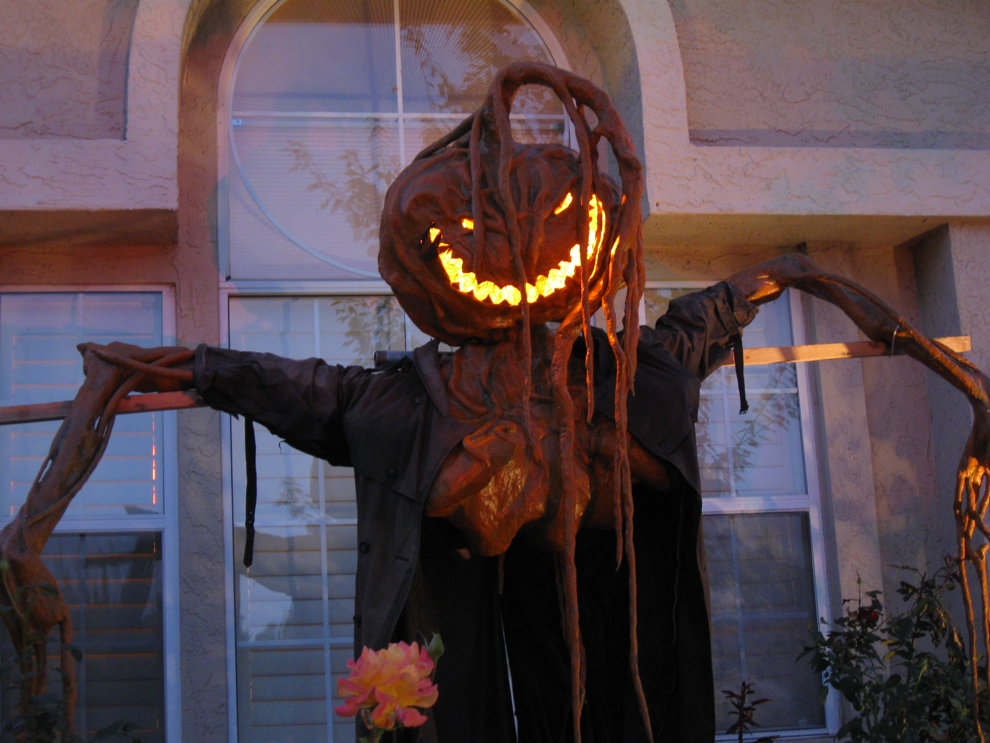 how to scare your neighbors with creepy do it yourself halloween decorations