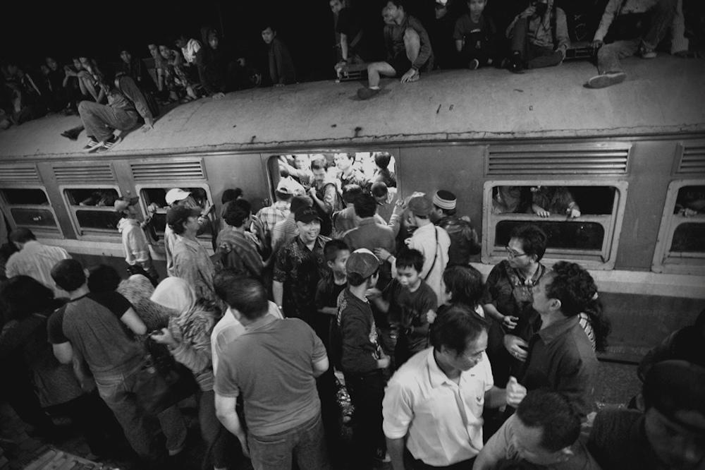 Poem (Campanioni) crowd train