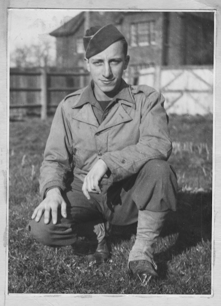 Army days, Tidworth, England, 1944. Courtesy of Ralph Baer and Bob Pelovitz.