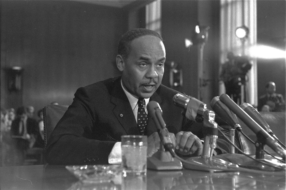 ralph ellison writing style ^ ellison biographer rampersad writes: for most of his life ralph would offer 1914 as the correct year, and rampersad acknowledges the 1920 us what ellison finally settled on was a style based heavily upon modern symbolism and it was the kind of symbolism that ellison first encountered in the.